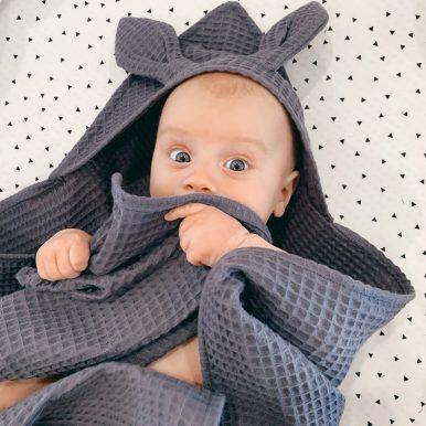 Detská osuška s kapucňou a uškami – tmavosivá
