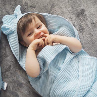 Detská osuška s kapucňou a uškami – modrá