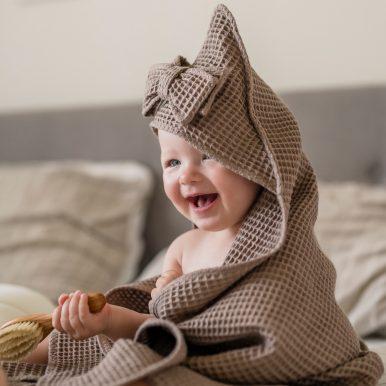 Detská osuška s kapucňou a mašličkou – piesková