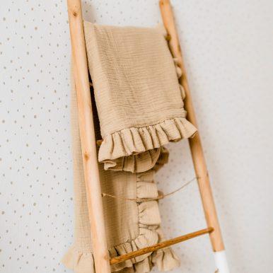 Mušelínová deka s volánom