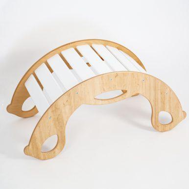 Drevená montessori hojdačka SwingMe – prírodné drevo/biela